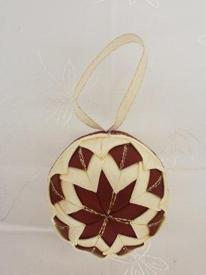 Vianočná guľa - bordovo-maslová