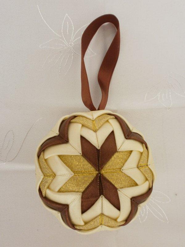 Vianočná guľa - hnedo-zlatá