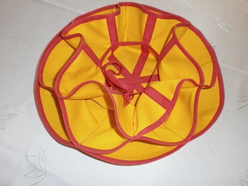 Košíček žltočervený